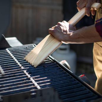 HARDWOOD BBQ GRILL SCRAPER