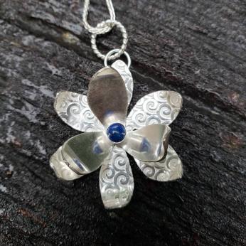 Namid 1-flower sterling necklace