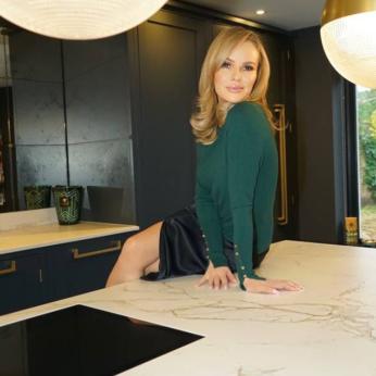 Actress, Singer and Presenter Amanda Holden Chooses Dekton for Kitchen Design