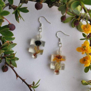 Silver earring with Calafates (Berberis microphylla)