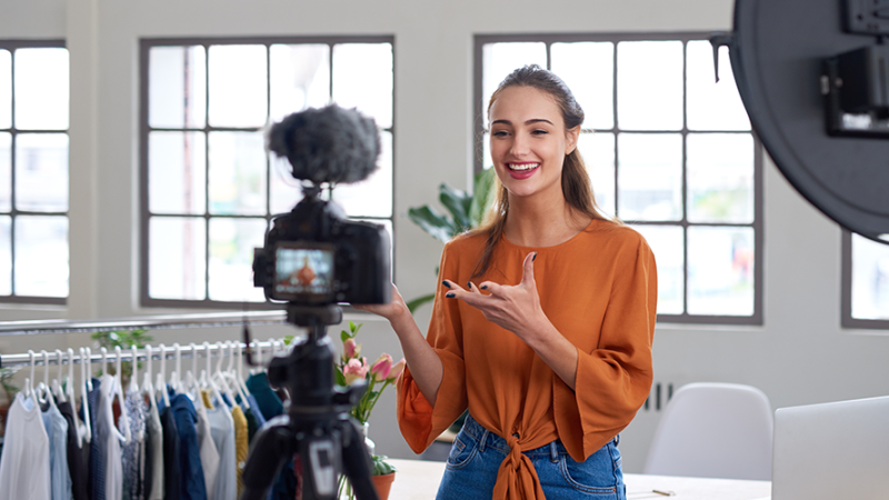 Customer journeys without video are out – learn how you can establish a video-first strategy!